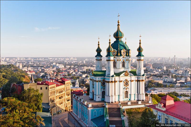 Андреевская церковь спереди