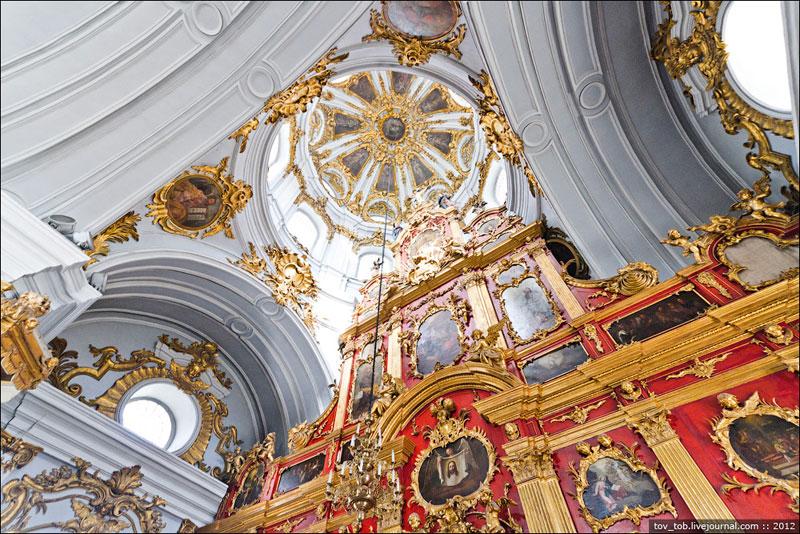 Внутри Андреевской церкви