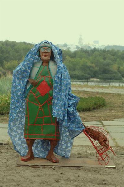 Бабке стало холодно :)