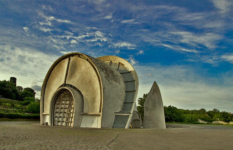 Здание над киевским крематорием
