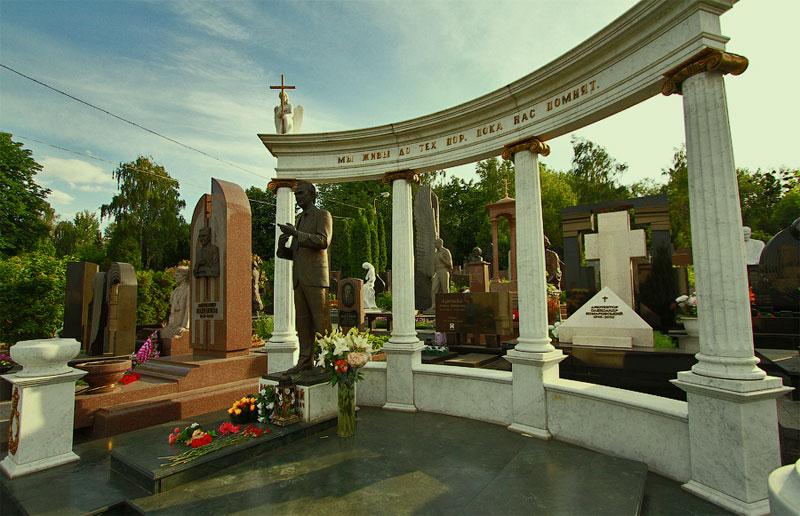 Памятники известным людям
