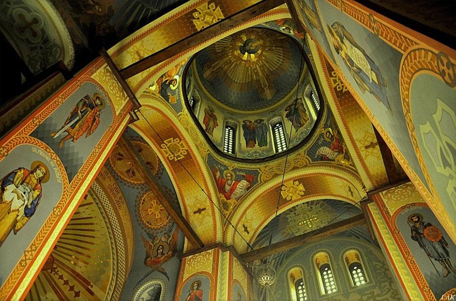 Роспись внутри церкви