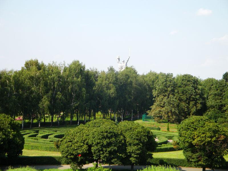 Зеленый лабиринт и Родина-Мать