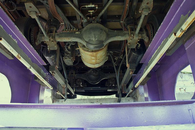 Под вагончиком