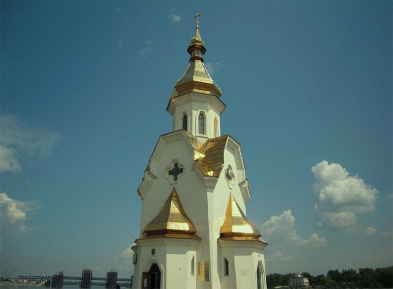 Церковь вблизи