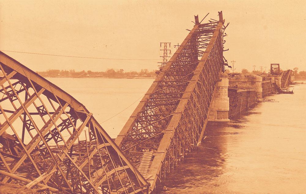 Мост Струве после подрыва немцами