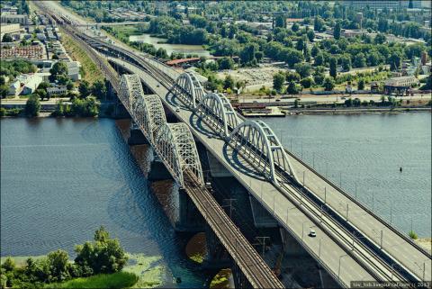 Дарницкий мост: новый (справа) и старый