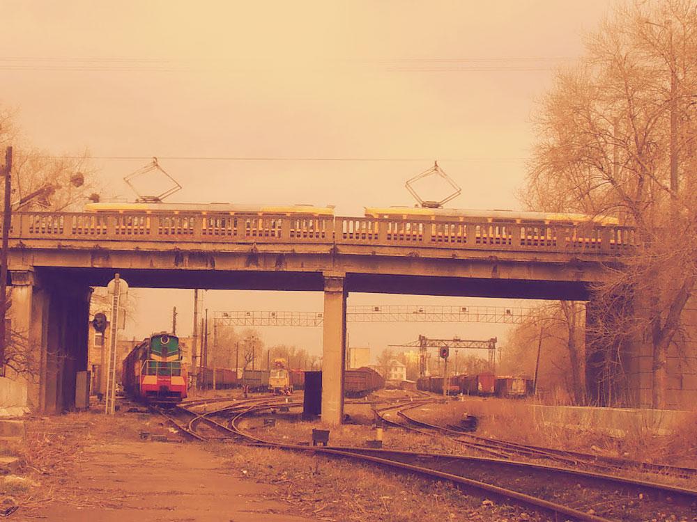 Ж/д станция Киев-Лиски. Трамвай едет с ДВРЗ .