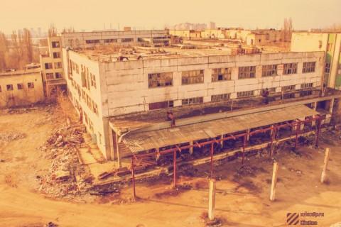 Другие здания саморазрушаются