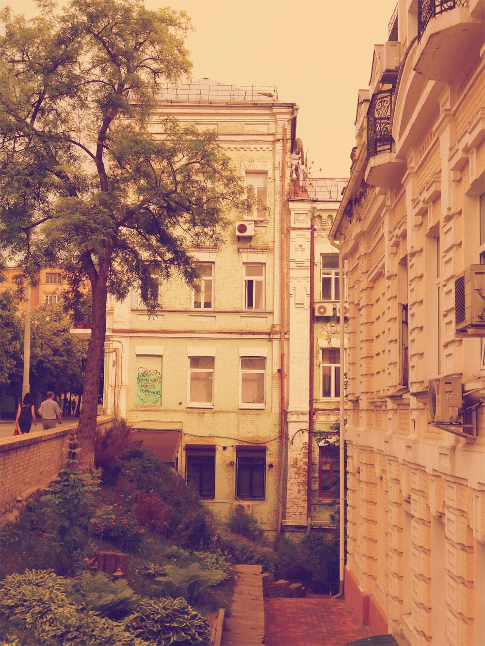 Дом-обманка - вид сбоку