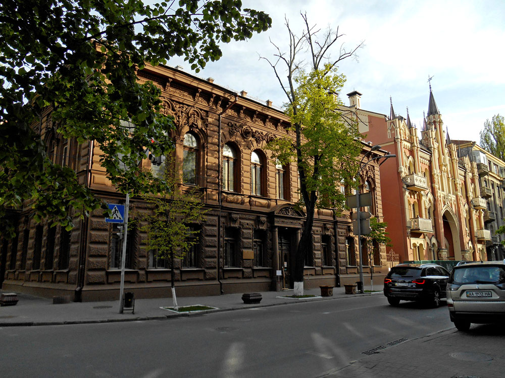 Дом Икскюль-Гильденбанда рядом с Шоколадным домиком