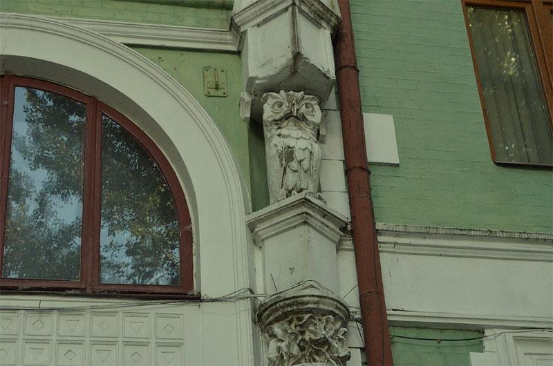 Сова на фасаде