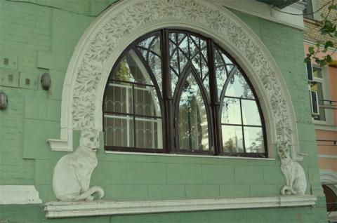 Нижнее большое окно