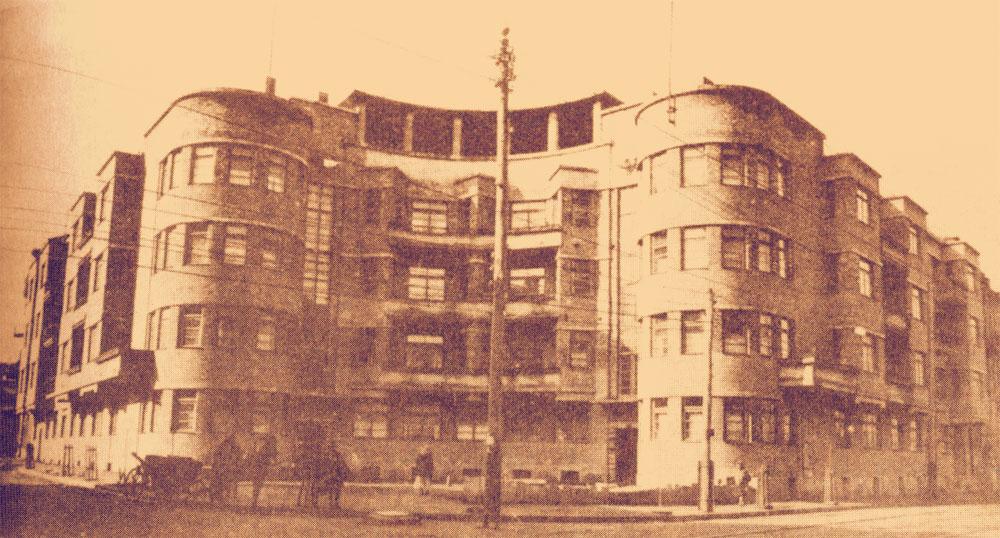 Здание вскоре после окончания строительства
