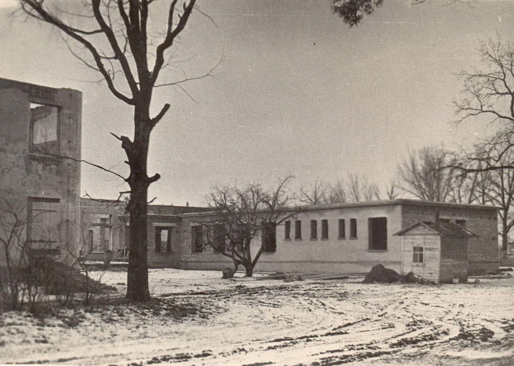 Разрушенные корпуса тонкосуконного комбината. 1947 год