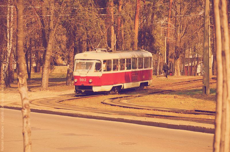 Трамвай выезжает с конечной