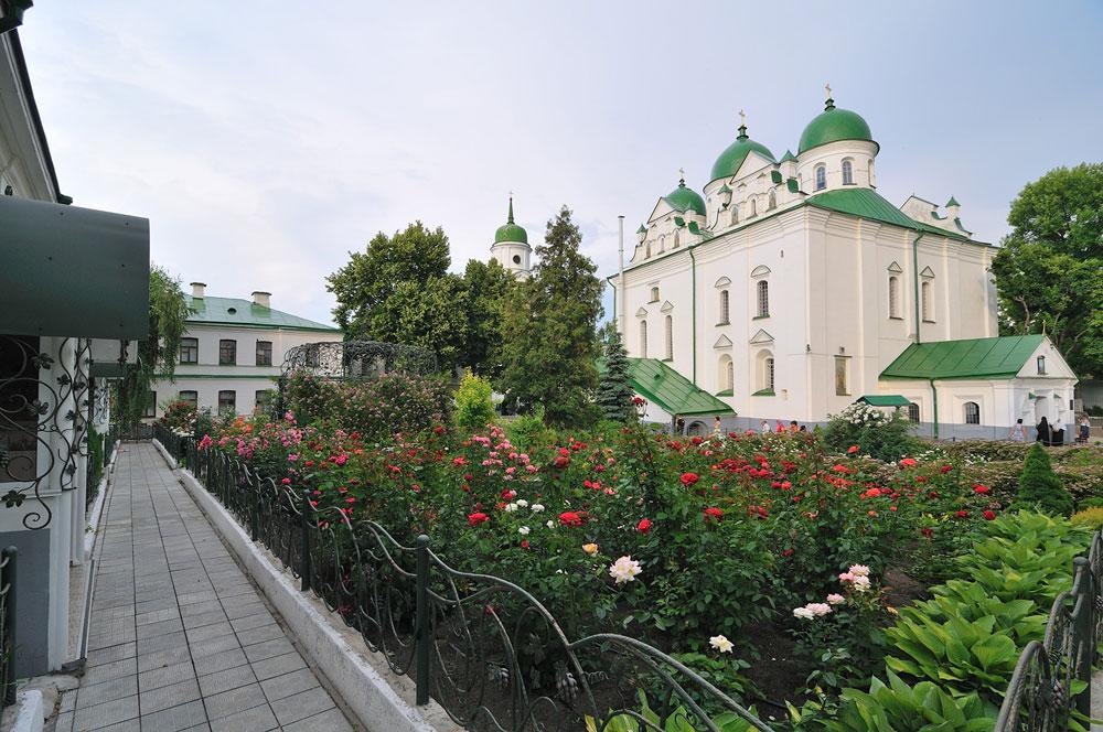 Райский сад в монастыре