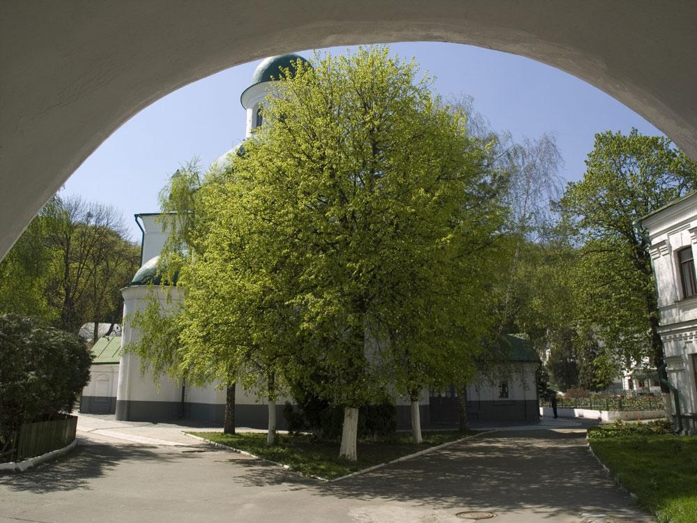 На территории Флоровского монастыря