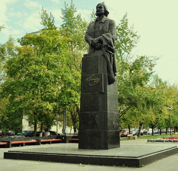 Памятник Гоголю на Русановке