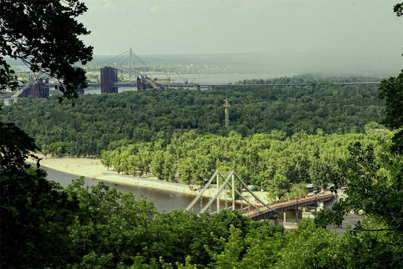 Вид из парка на Труханов остров