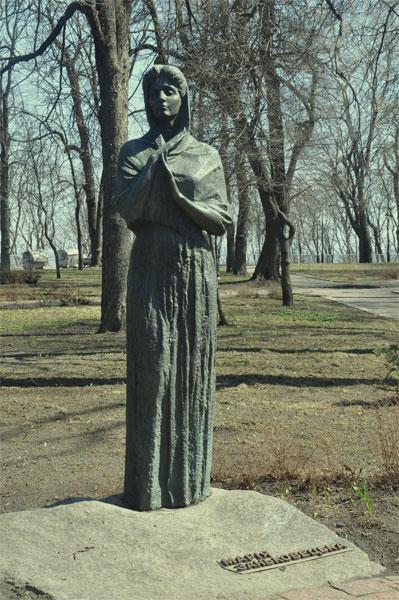 Памятник Заньковецкой