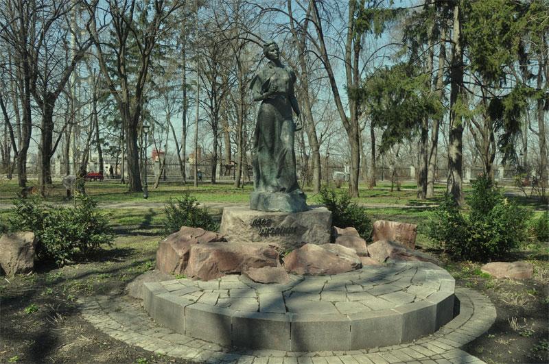 Памятник Украинке