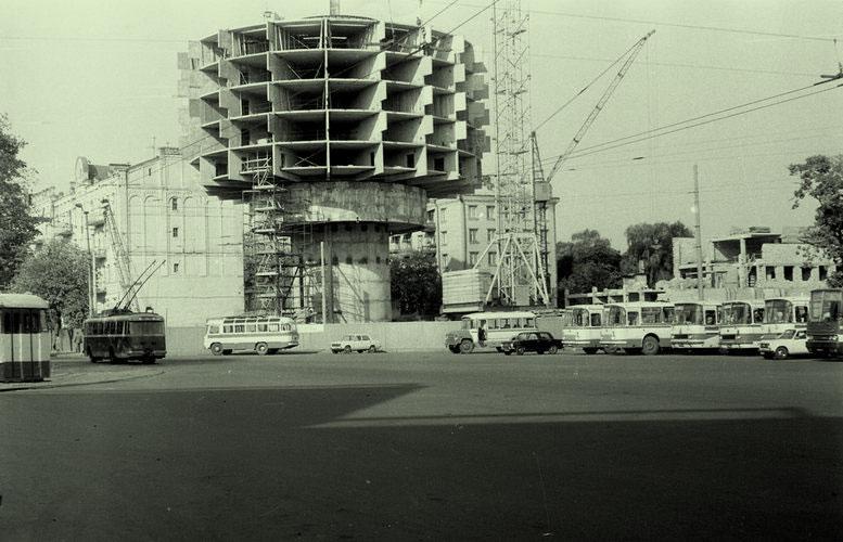 Стройка в разгаре: середина 1982