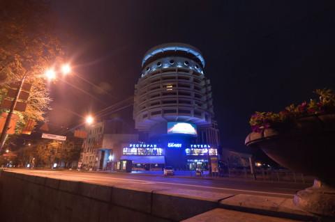 Гостиница Салют ночью