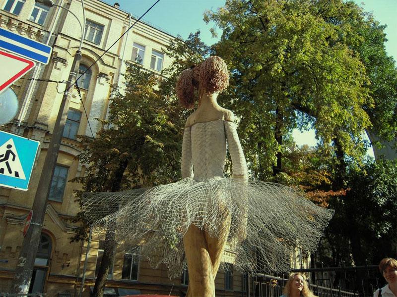 Киевская балерина сзади