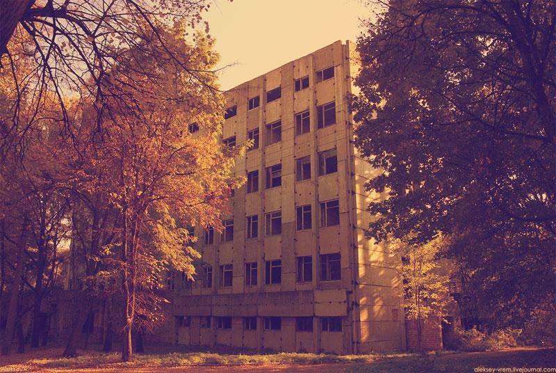 Недостроенный корпус института