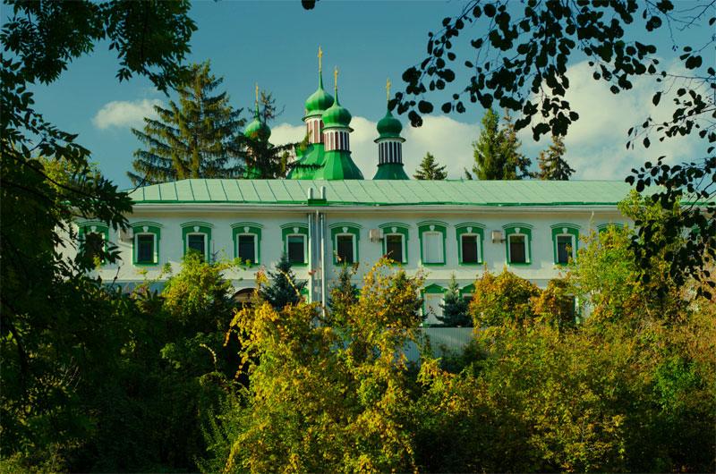 Монастырь со стороны озера