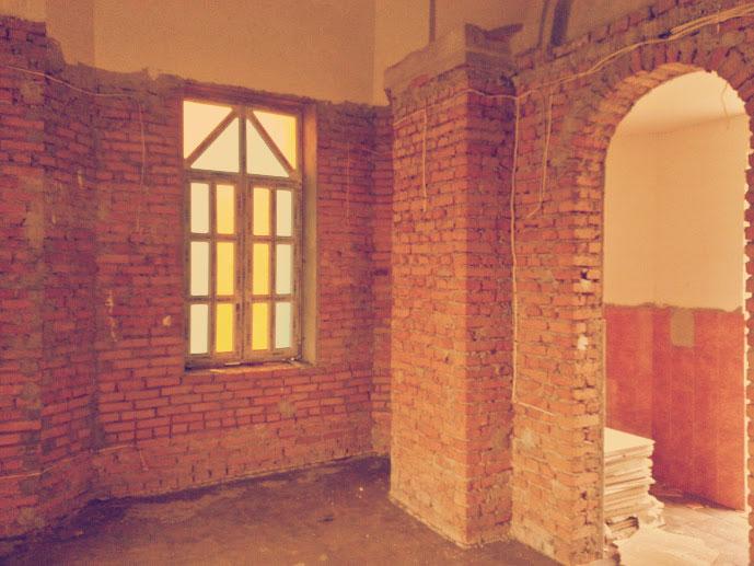 Внутри поминального зала