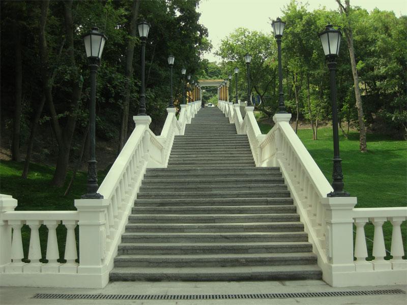 Подъем от памятника к Владимирскому спуску