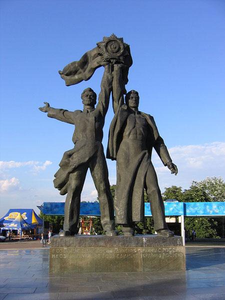 Памятник рабочим