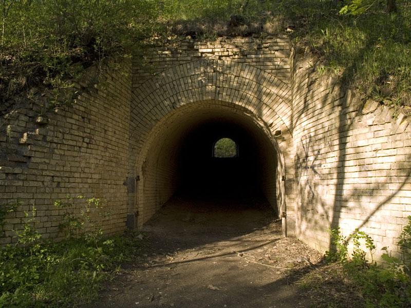 Тоннель под укреплением