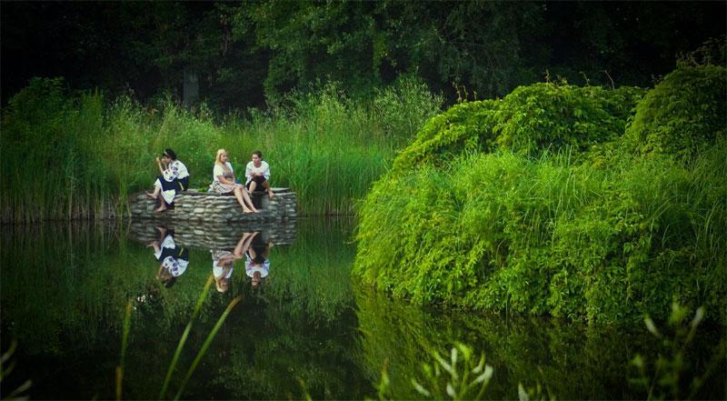 Украинки на озере