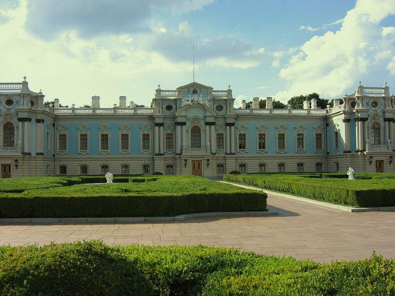 Мариинский дворец летом