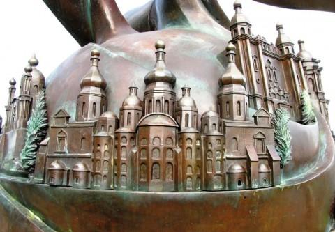 Церкви на памятнике