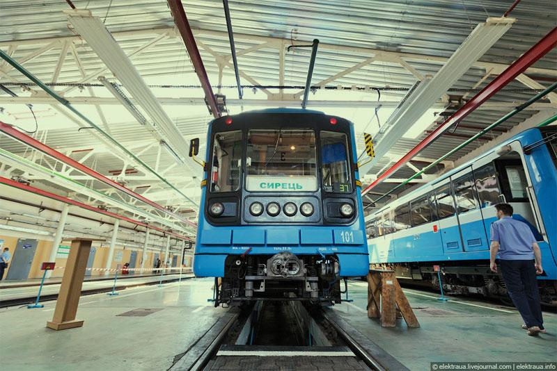 Вагон метро в депо