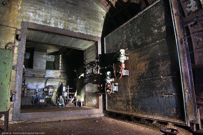 Командный бункер: гермозатвор