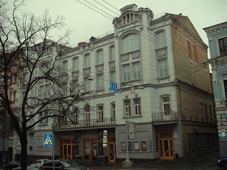 Здание Молодого театра