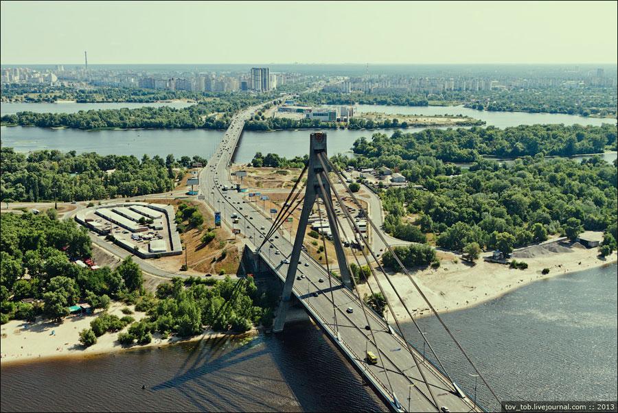 Вид на мост из вертолета