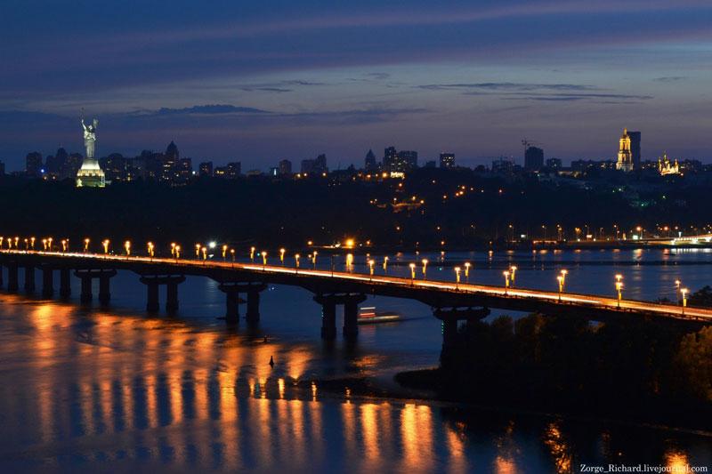 Мост Патона вечером