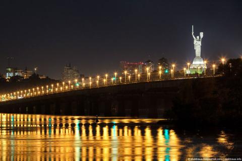 Мост Патона ночью