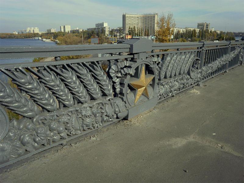 Ограждения на мосту Патона