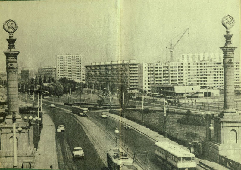 Вид с моста Патона на застройку Березняков