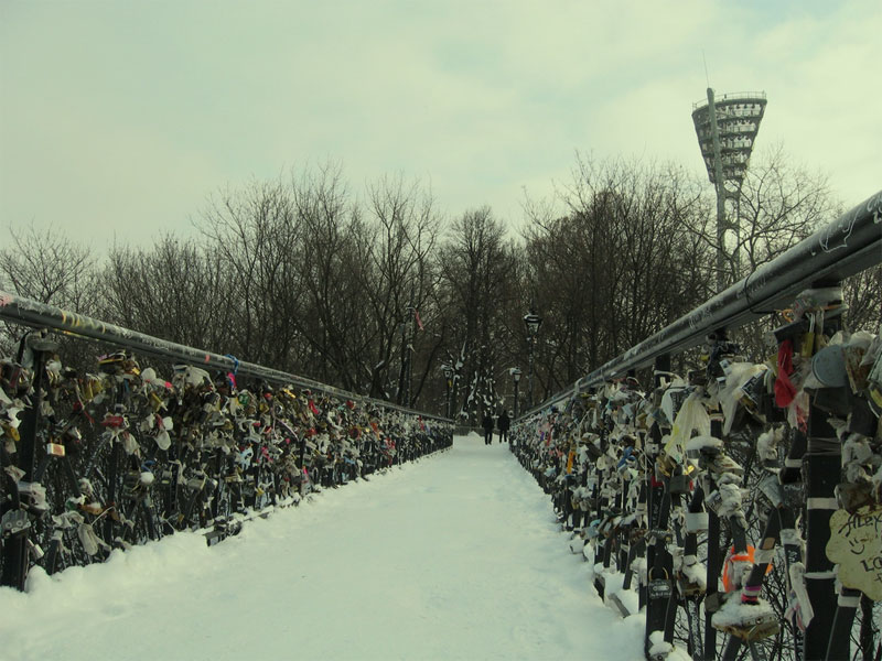 Мост влюбленных зимой