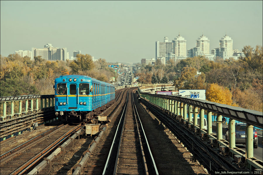 Мост метро, направление на левый берег. вид из кабины машиниста