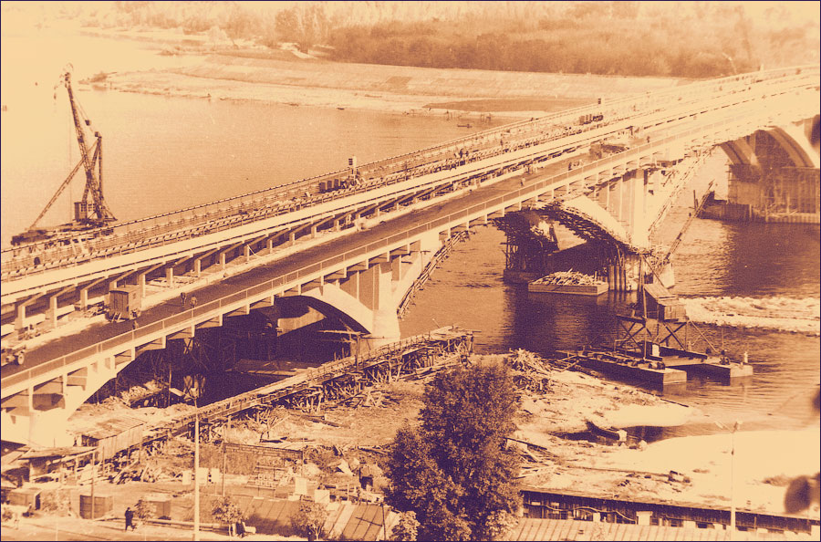 Мост метро за пару дней до октрытия