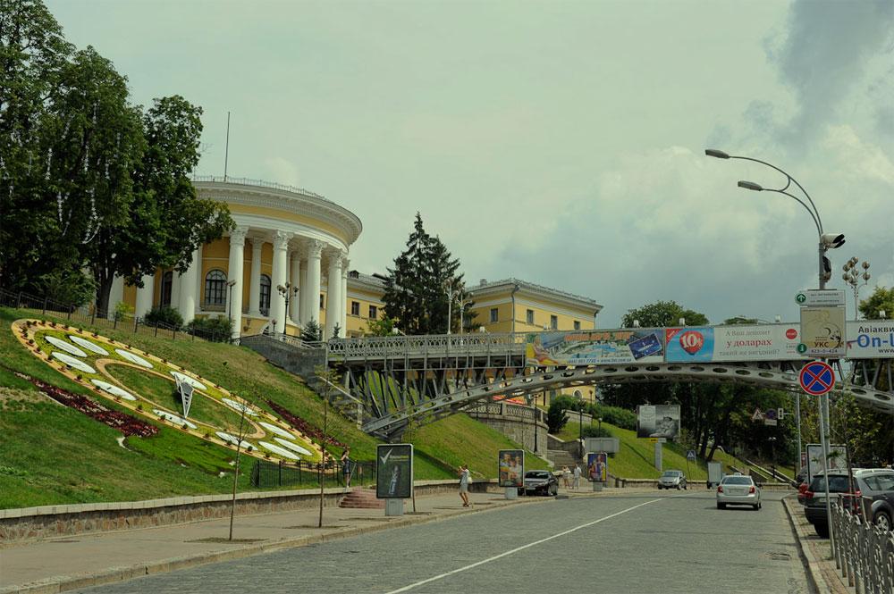 Мост Тысячелетий на Майдане